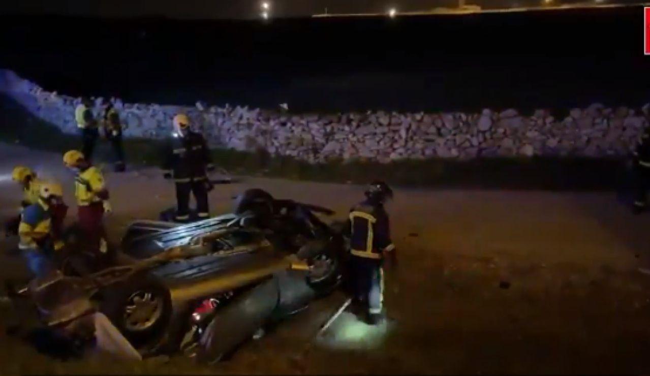 Muere un hombre de 57 años en Soto del Real (Madrid) al atravesar con su vehículo una rotonda y volcar