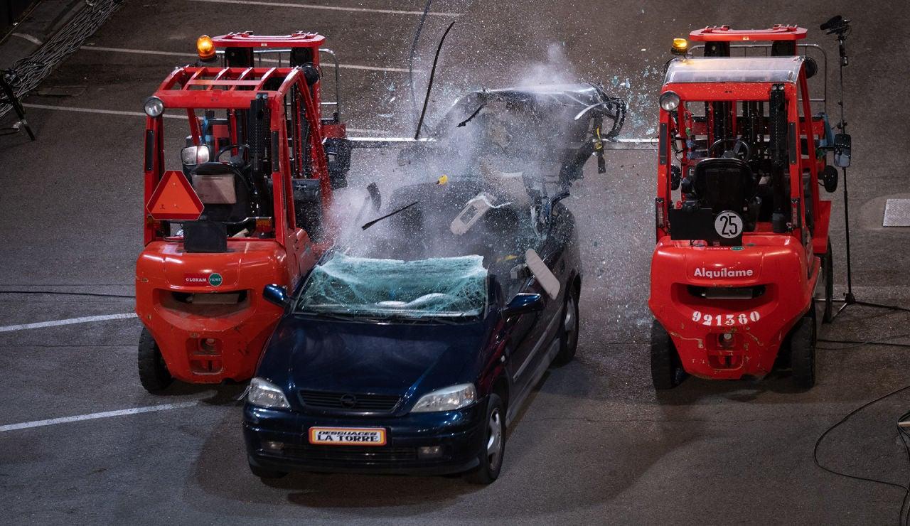 Descapote extremo en 'El Hormiguero 3.0': Walter Franco guillotina un coche en directo