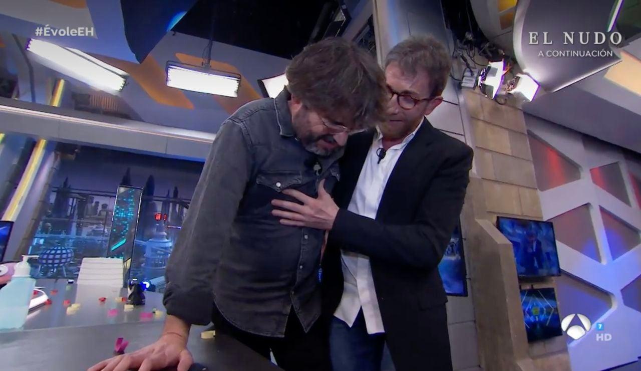 Jordi Évole sufre un episodio de cataplexia y es socorrido por Pablo Motos