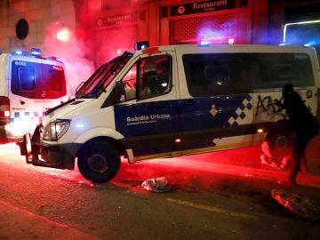 Diez detenidos en una nueva noche violenta de protestas en Barcelona a favor de Pablo Hasél