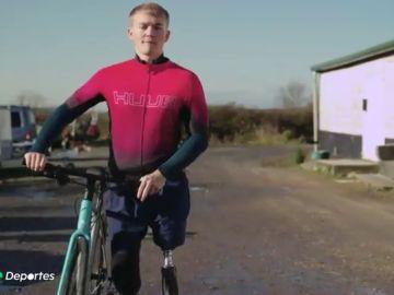 La lección de vida de Billy Monger: de sufrir la amputación de dos piernas a recorrer 225 km en 4 días