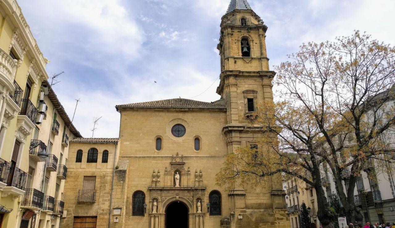 Detenido un hombre por matar a puñaladas en la puerta de la iglesia al sacristán en Alcalá la Real (Jaén)