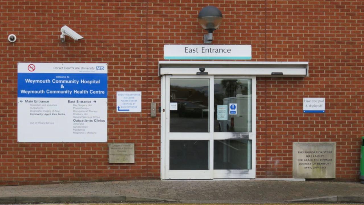 Muere un joven de 19 años de sepsis tras llamar hasta 25 veces a su médico en Reino Unido