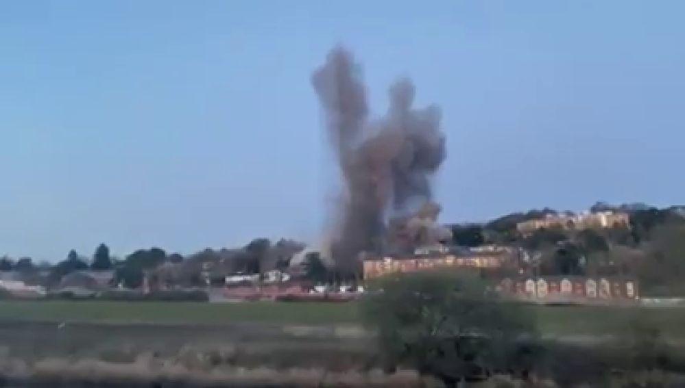 La increíble detonación de una bomba de la Segunda Guerra Mundial en Inglaterra