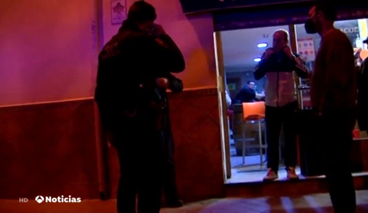 Desalojada una fiesta con 82 personas en un pub de Jaén sin mascarillas