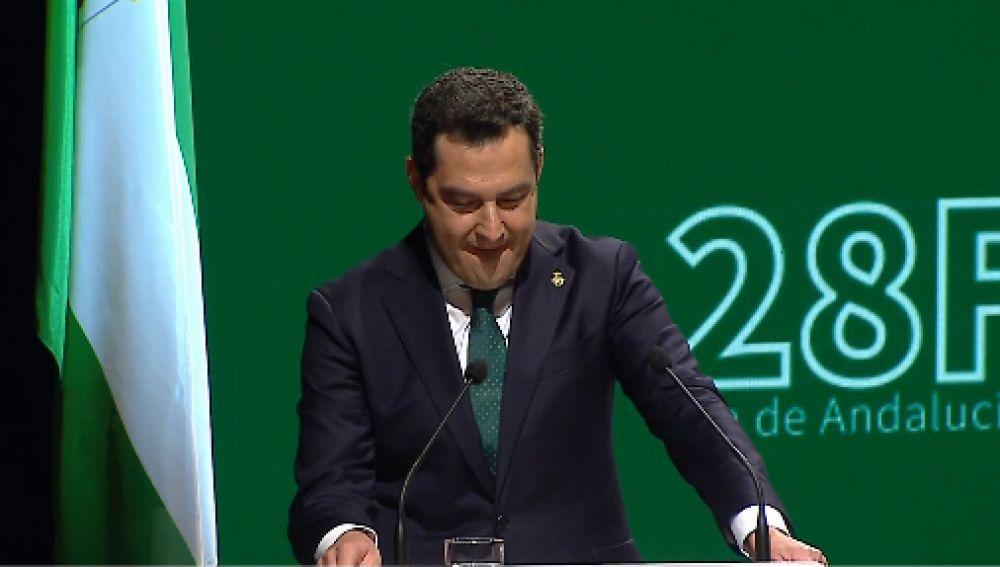 El presidente de la Junta, Juanma Moreno, se emociona al hablar de la pandemia en la celebración del Día de Andalucía