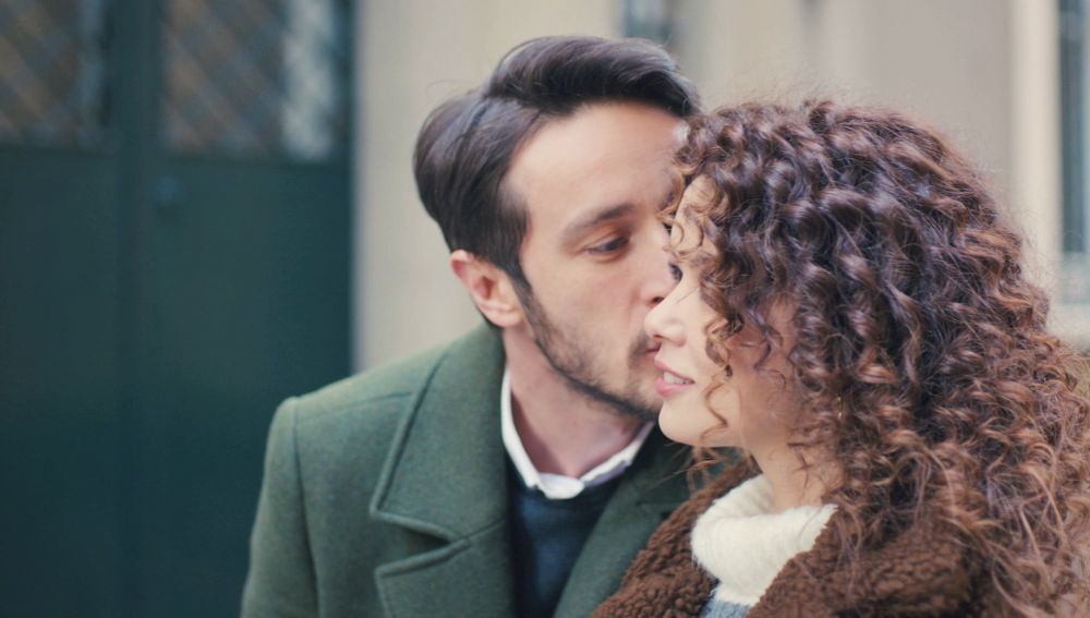 Sirin y Emre, enamorados: se dejan llevar por sus impulsos en su primera cita