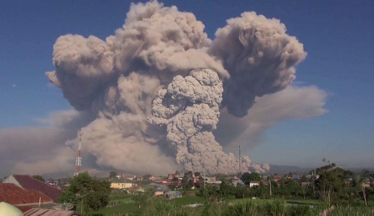 Volcán Sinabung, en erupción