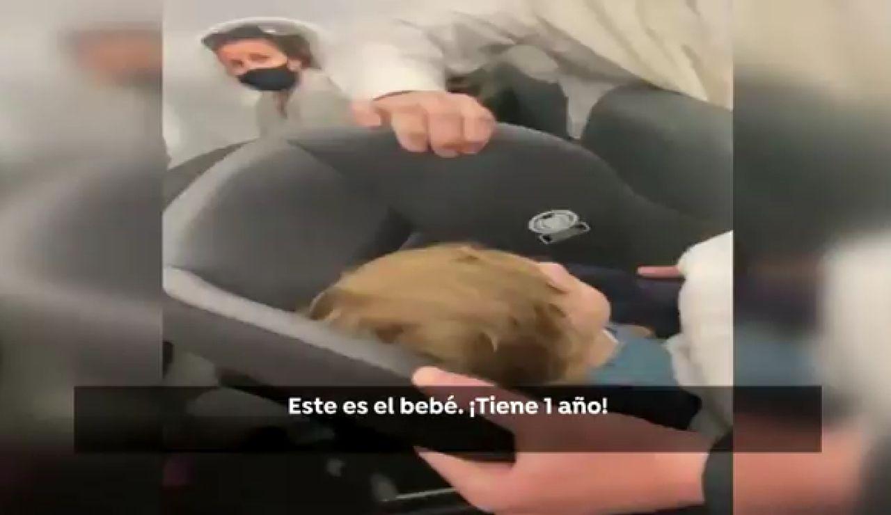 Cancelan un vuelo a Nueva York por un niño sin mascarilla
