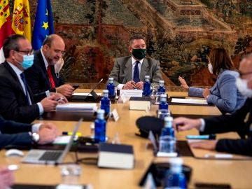 El presidente de Castilla-La Mancha, Emiliano García-Page, preside un Consejo de Gobierno.