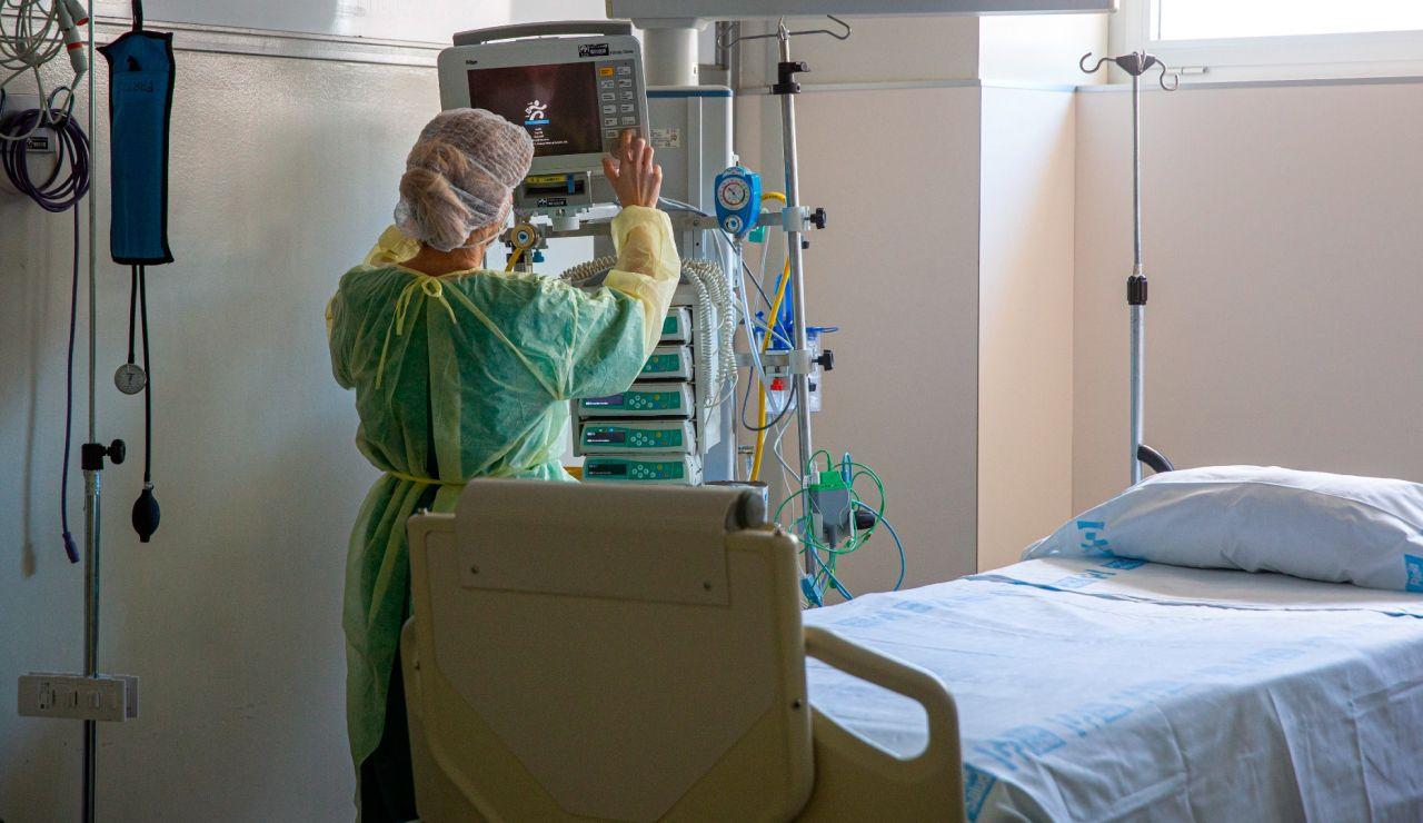 Una sanitaria en el Hospital San Pedro de Logroño.