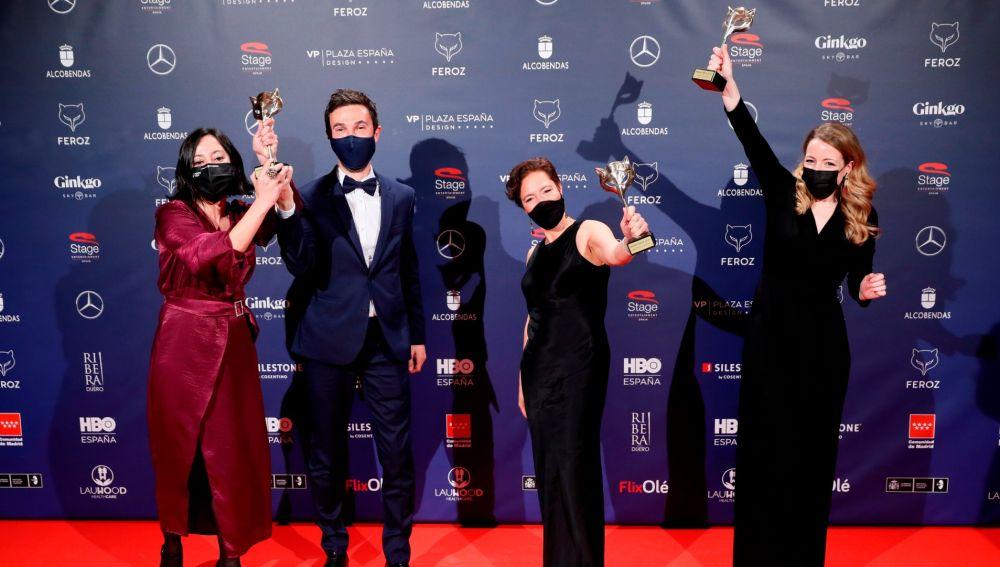 Ganadores Premios Feroz 2021: El equipo de 'Las niñas' posa con sus galardones