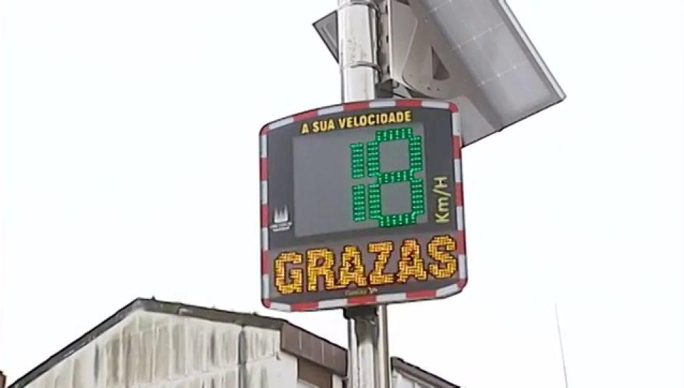 Radares de tráfico que dan las gracias por cumplir las normas