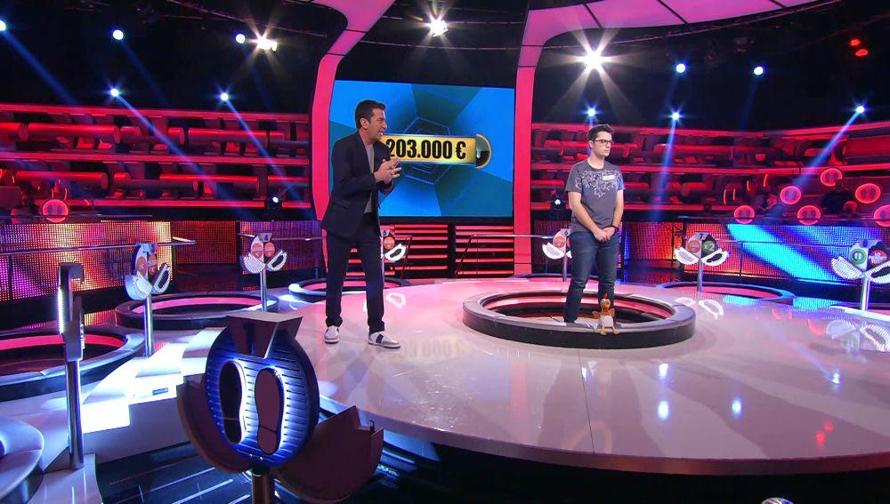 ¡Ángel juega para ganar 203.000 euros! Duelo Final de récord en la historia de '¡Ahora caigo!'