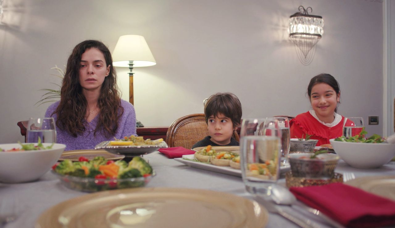 Nezir anuncia invitados: ¿quién se sentará junto a Bahar, Nisan y Doruk?