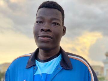 Abiodun Adegoke, el joven pívot de 2,36 metros al que ya sigue franquicias de la NBA