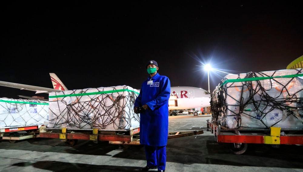 Más de un millón de dosis de la vacuna de AstraZeneca aterrizan en Kenia