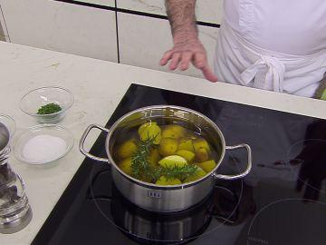 Cómo elaborar las patatas confitadas de Karlos Arguiñano