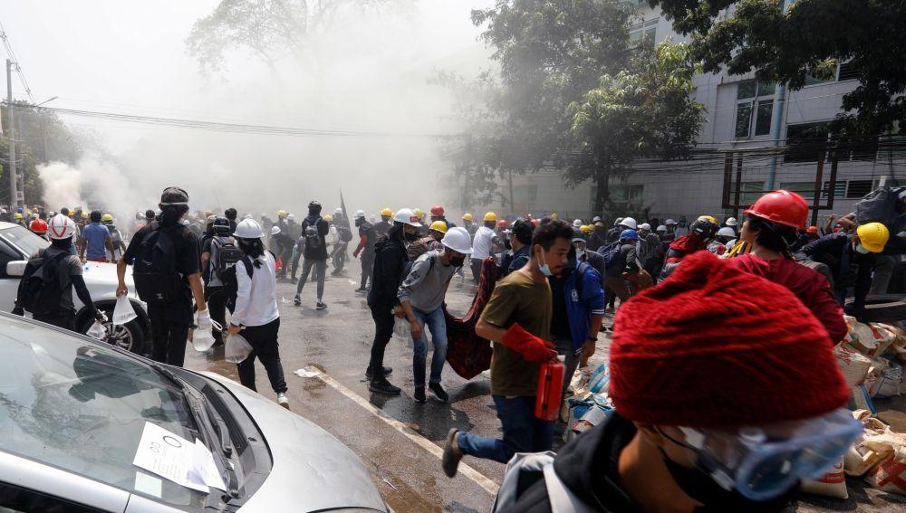 Protestas en Birmania contra los militares.