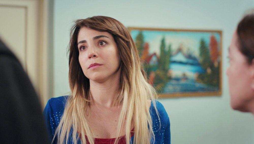 Sirin, muerta de celos al creer que Emre va a cenar con Ceyda