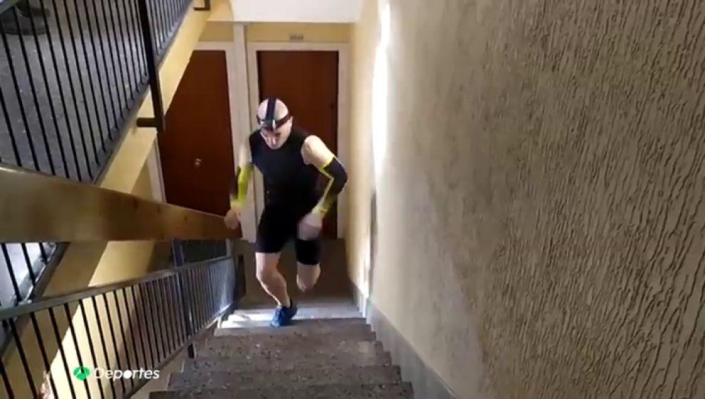 David March y su último reto: logra subir siete pisos más rápido que un ascensor