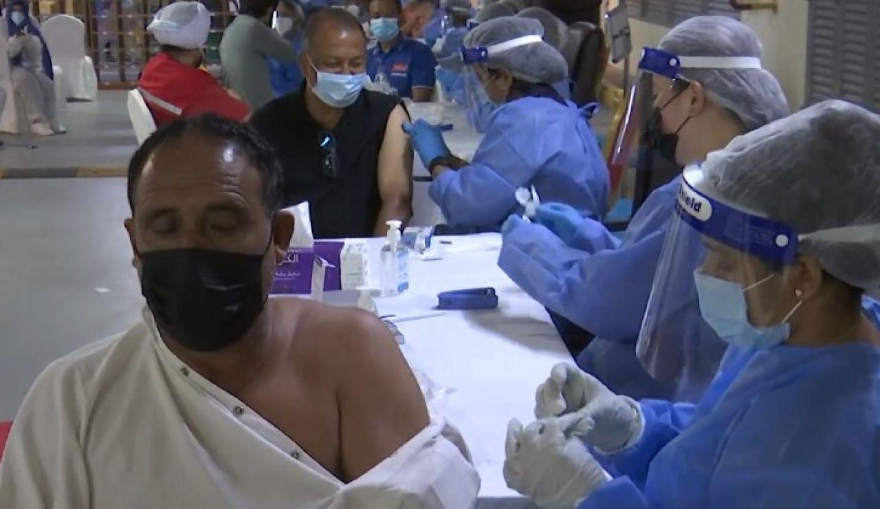 Vacunación contra el coronavirus en Emiratos