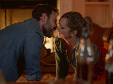 El picante juego entre parejas que despierta las alarmas de Rebeca