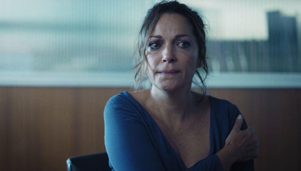 Rebeca explica, sin éxito, la razón de los arañazos que Cristina le hizo el día que discutieron