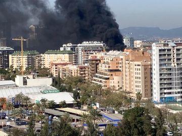 Columna de humo del incendio declarado en Nou Campanar