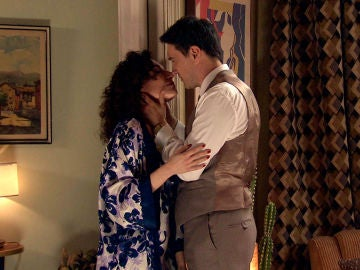 Estefanía revive con Maica cómo fue su apasionada noche con Abel
