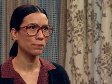 Manolita trata de abrirle los ojos a María sobre la maldad de Beltrán