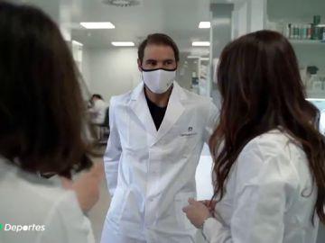 Rafa Nadal se pone bata de científico para visitar un laboratorio ecosostenible en Santander
