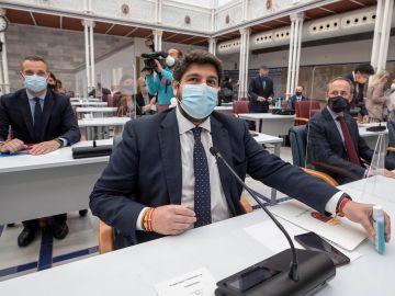El presidente de la Comunidad de Murcia Fernando López Miras, este jueves momentos antes del inicio de la segunda sesión del pleno de moción de censura presentado por PSOE y Cs