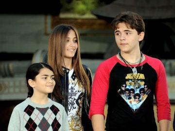 Los hijos de Michael Jackson en 2012