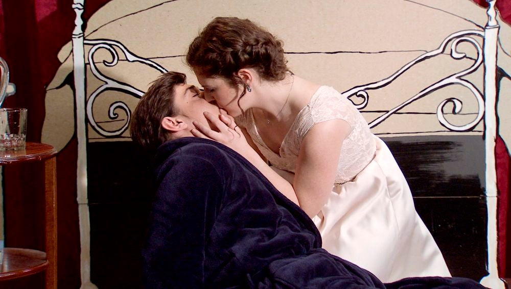 Fabián y Virginia se dejan llevar por el guion desatando su pasión
