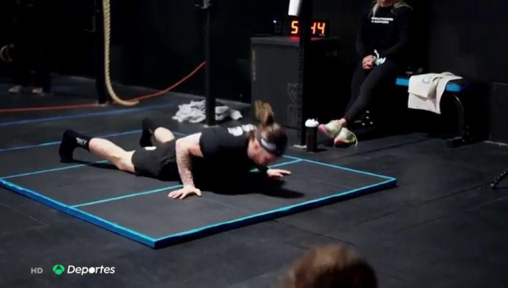 """Nick Alapolsky bate el récord Guinness de burpees con 870 en una hora: """"Será genial contárselo a mi hijo"""""""