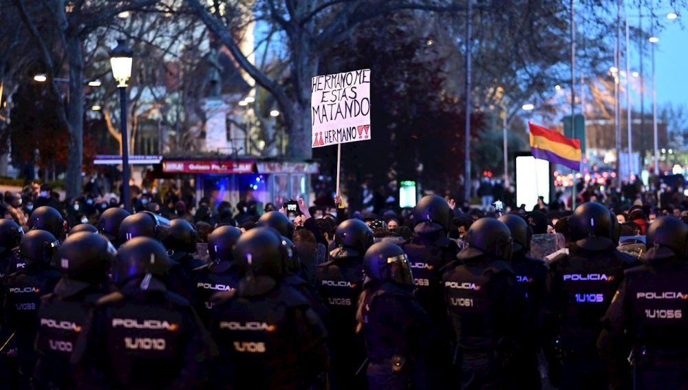 Cientos de personas se manifiestan sin incidentes en Barcelona y Madrid por la libertad de Pablo Hasél