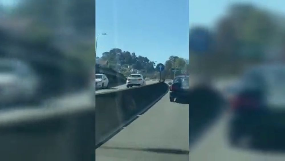 Un kamikaze circula por la N-525 en Ourense en sentido contrario e intenta remendar su imprudencia con un giro igual de peligroso
