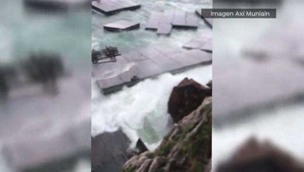 El temporal encalla embarcaciones y destroza plataformas militares flotantes en Cantabria