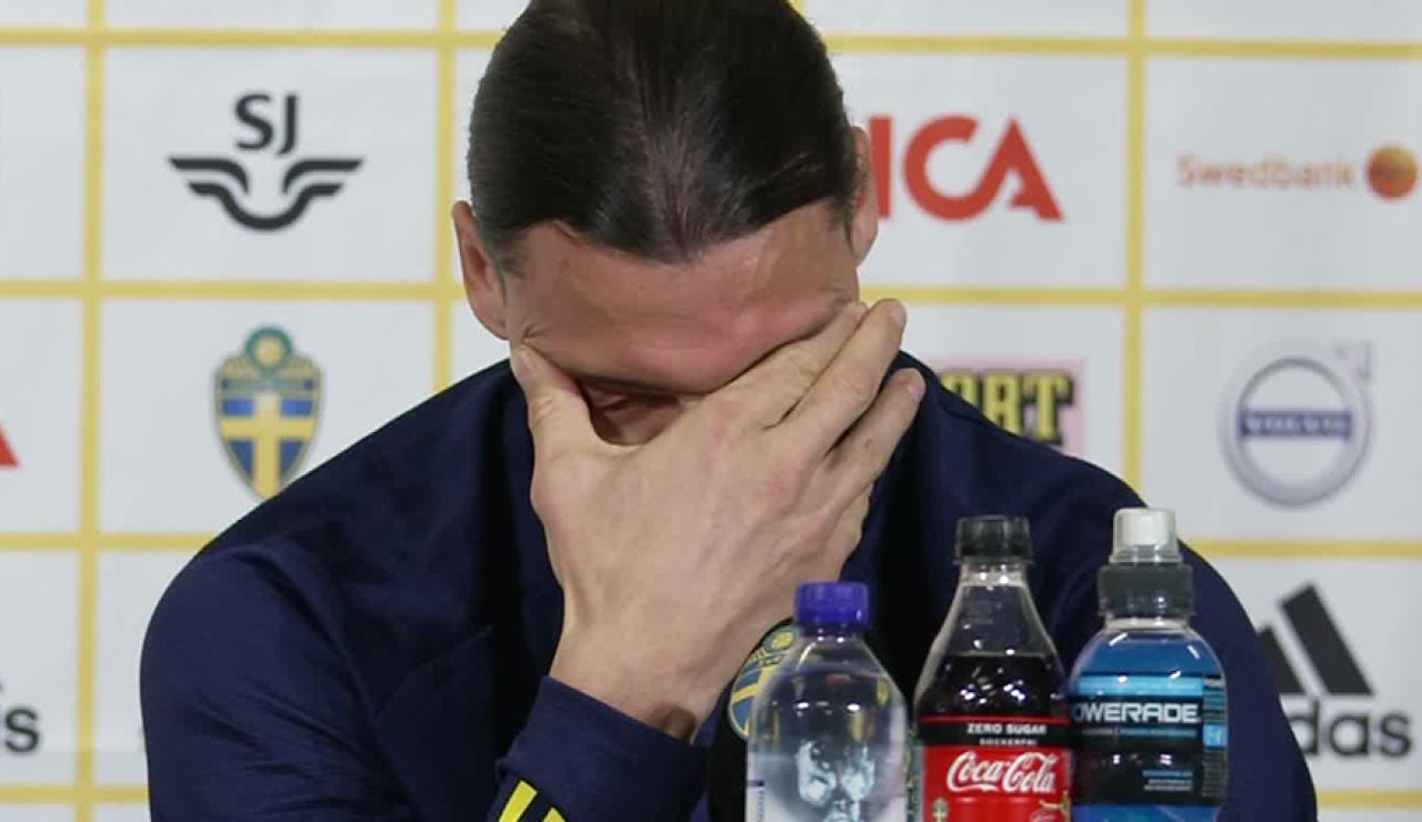 Ibrahimovic, emocionado en mitad de la rueda de prensa