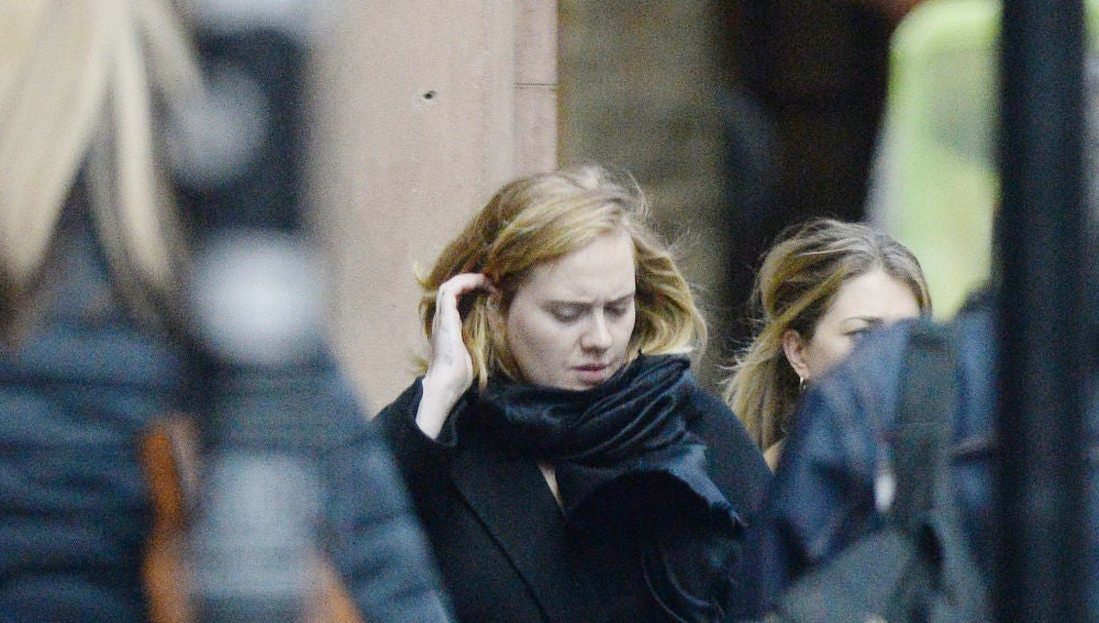 Adele, fotografiada en plena calle