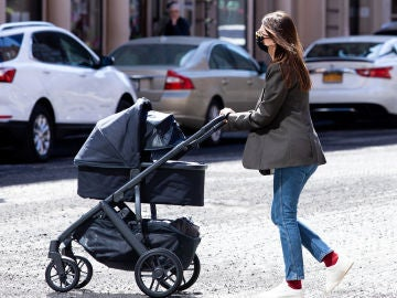 Emily Ratajkowski, una mama muy estilosa