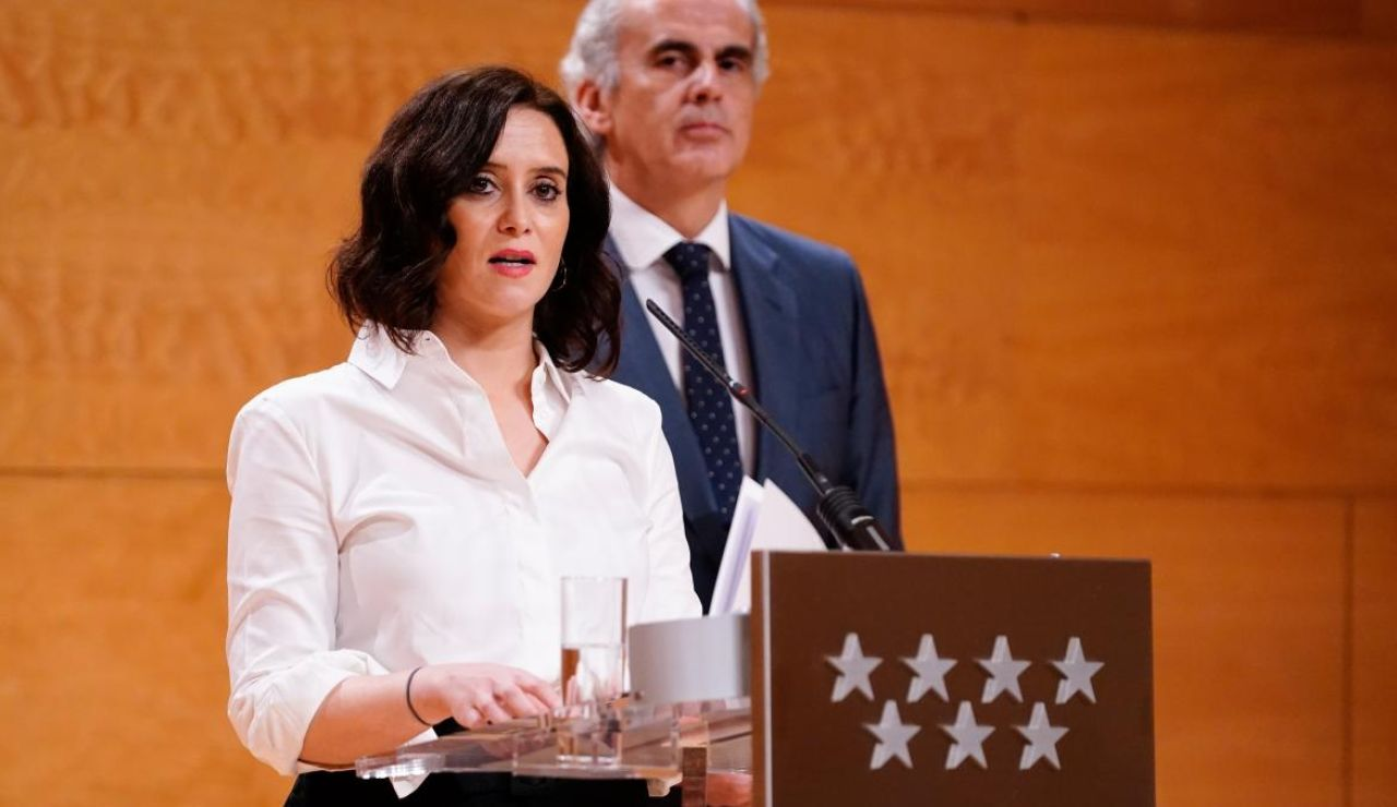 Ayuso y el Consejero Ruiz-Escudero, en la rueda de prensa posterio al Consejo de Gobierno.
