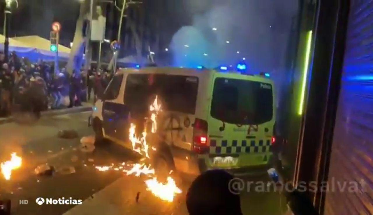 Libertad provisional para la acusada de quemar un furgón policial por error en la identificación