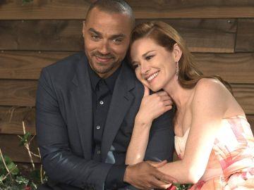 Jesse Williams y Sarah Drew en 'Anatomía de Grey'