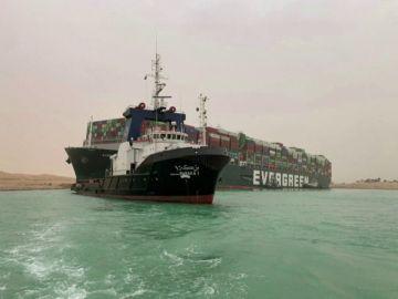 Atasco en el Canal de Suez