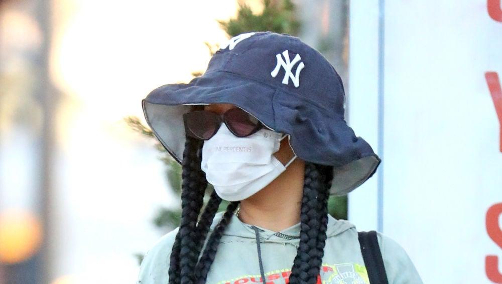 Rihanna, fotografiada por los paparazzis