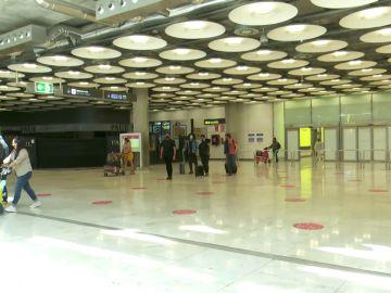 Francia estudia restringir los viajes turísticos al extranjero para evitar el repunte en los contagios de coronavirus