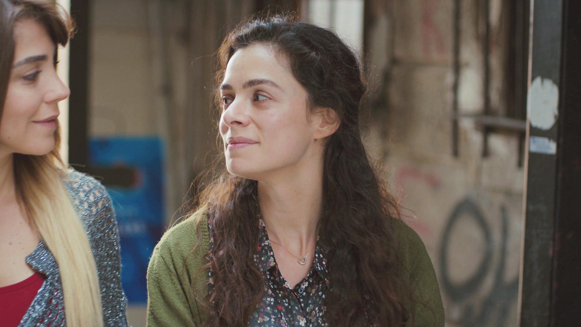 Bahar desnuda su corazón con Ceyda: ¿Qué siente realmente por Sarp y por Arif?