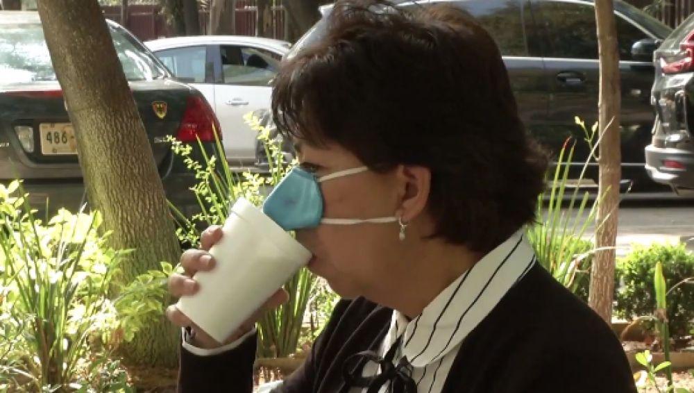 'Mask Eating', así es la nueva mascarilla que han creado en México con la que podrás comer y beber sin tener que quitártela